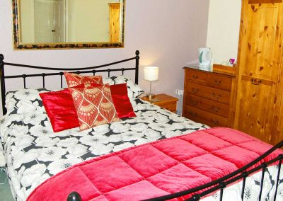 Rowan spacious king size bedroom - Ad Astra Guesthouse